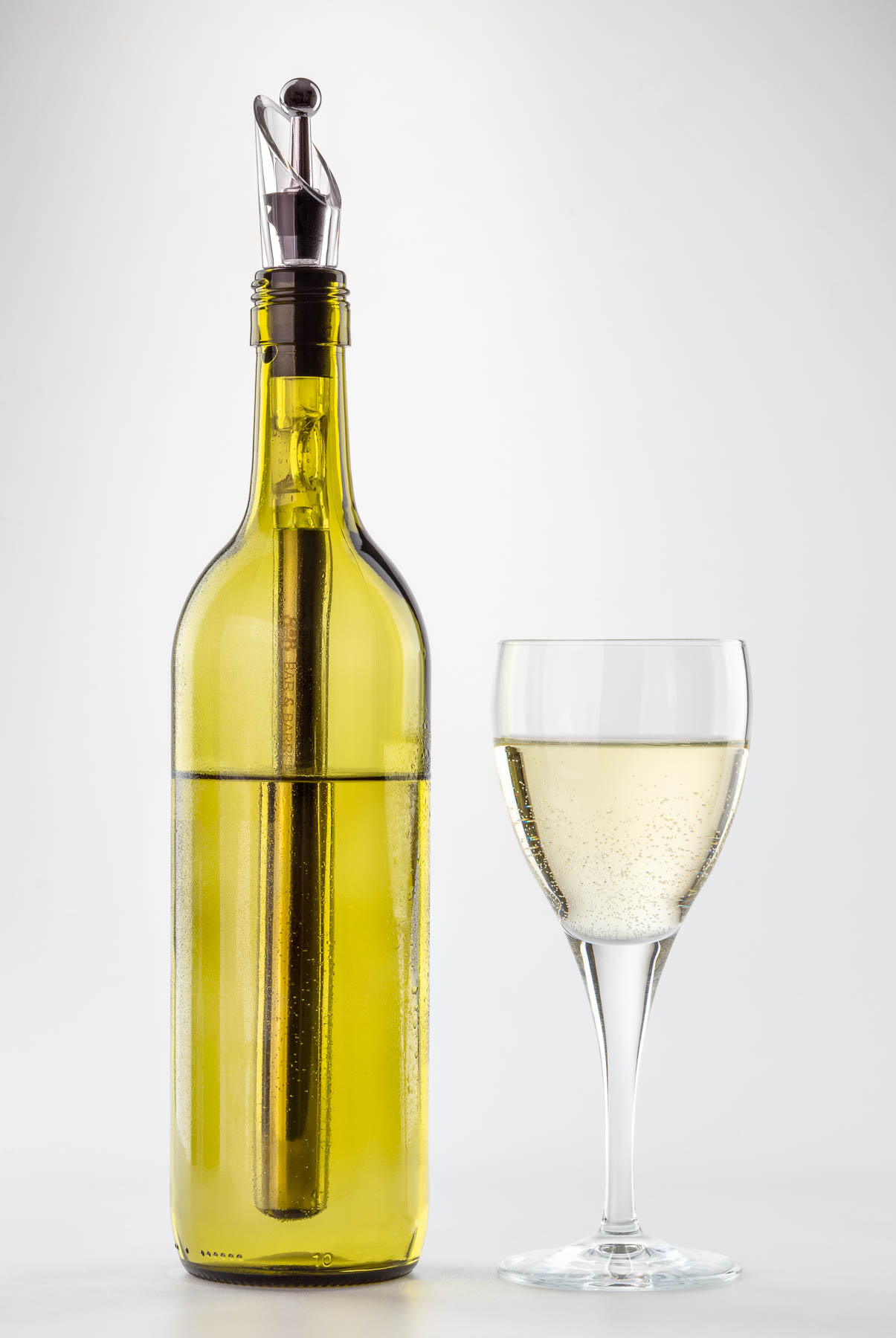 Bar and Barrel Wine stopper Full botle and glass of white wine