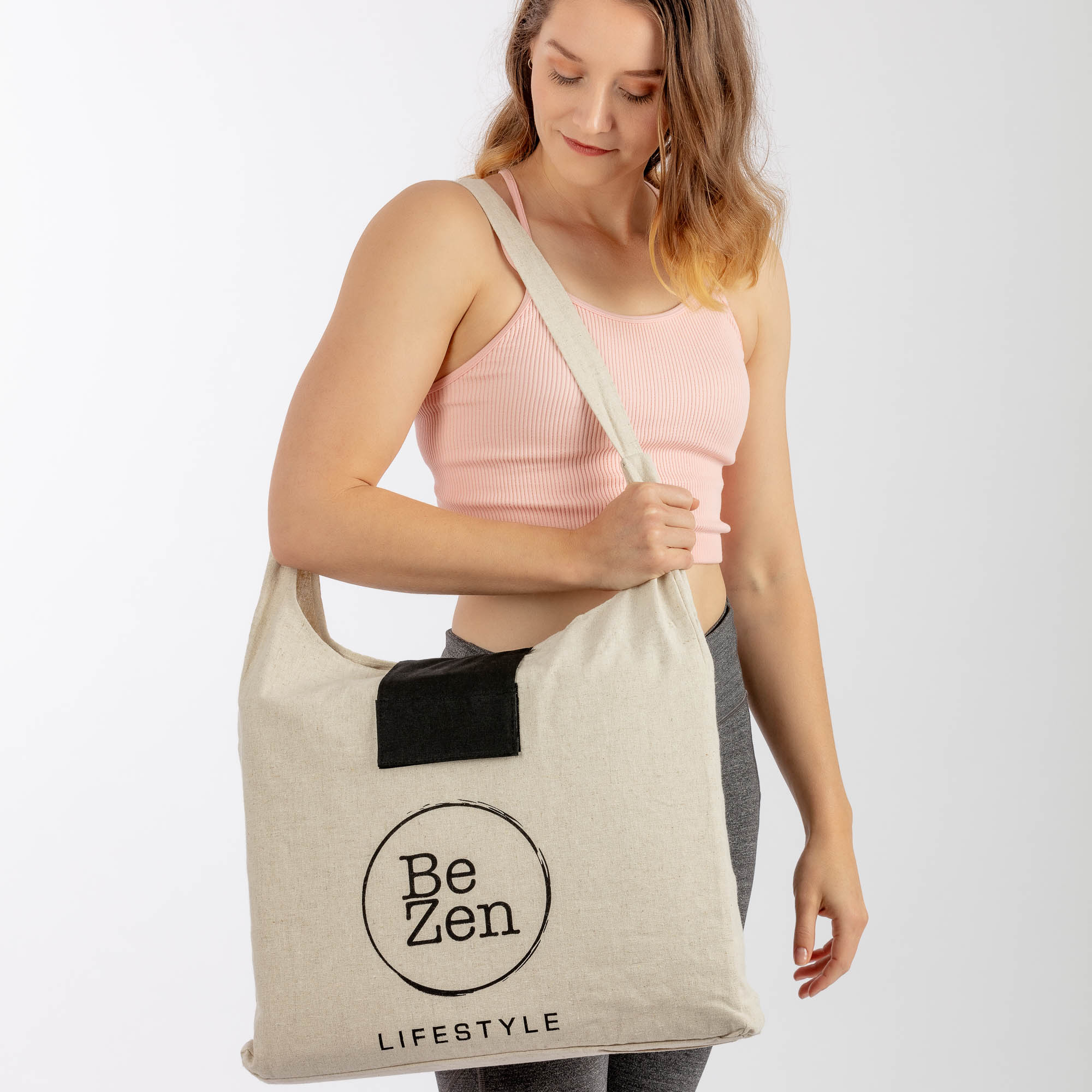 Be Zen Model wearing bag - Product photography with model sample