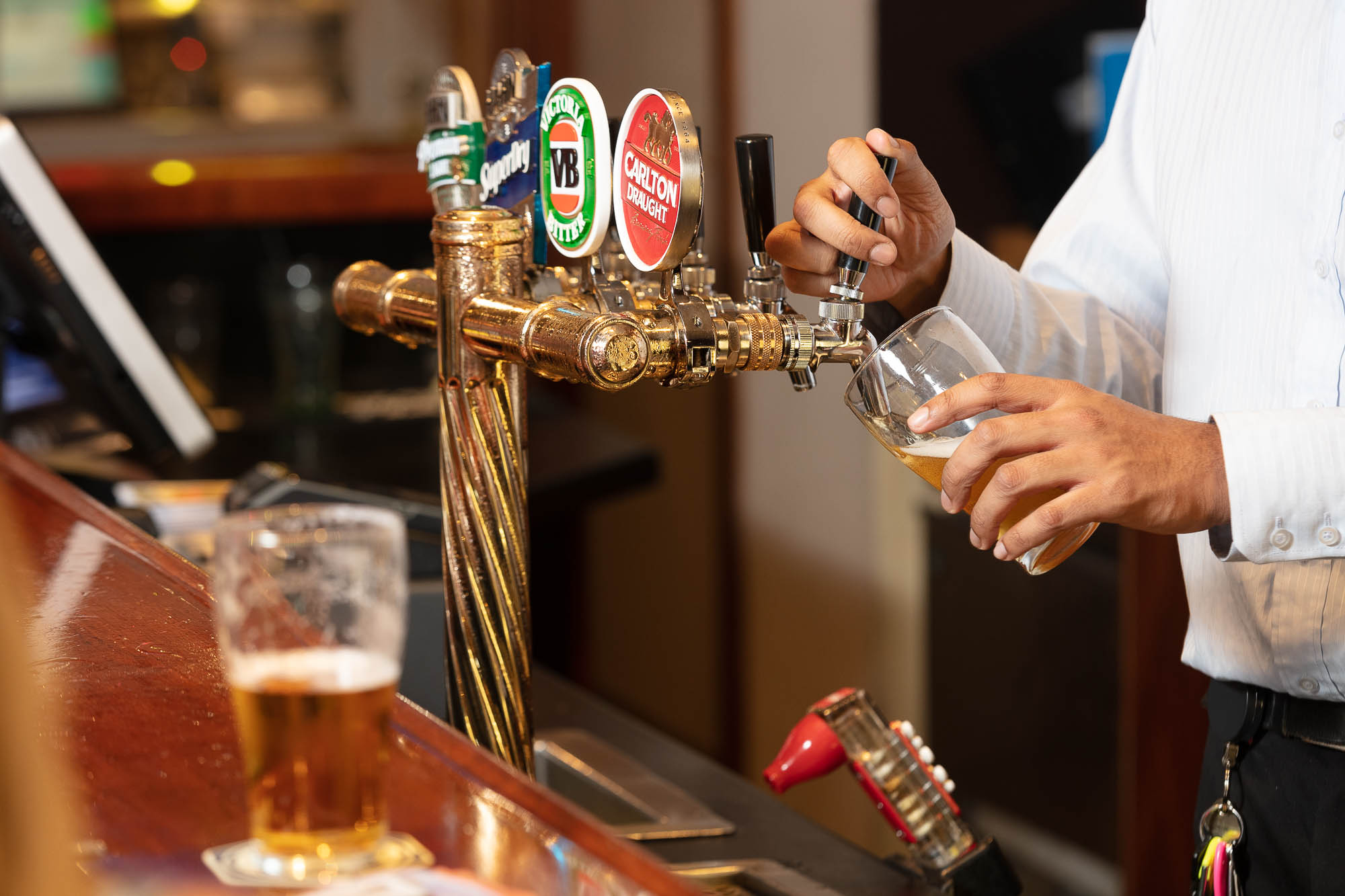 Commercial Bar photography sample - serving beer