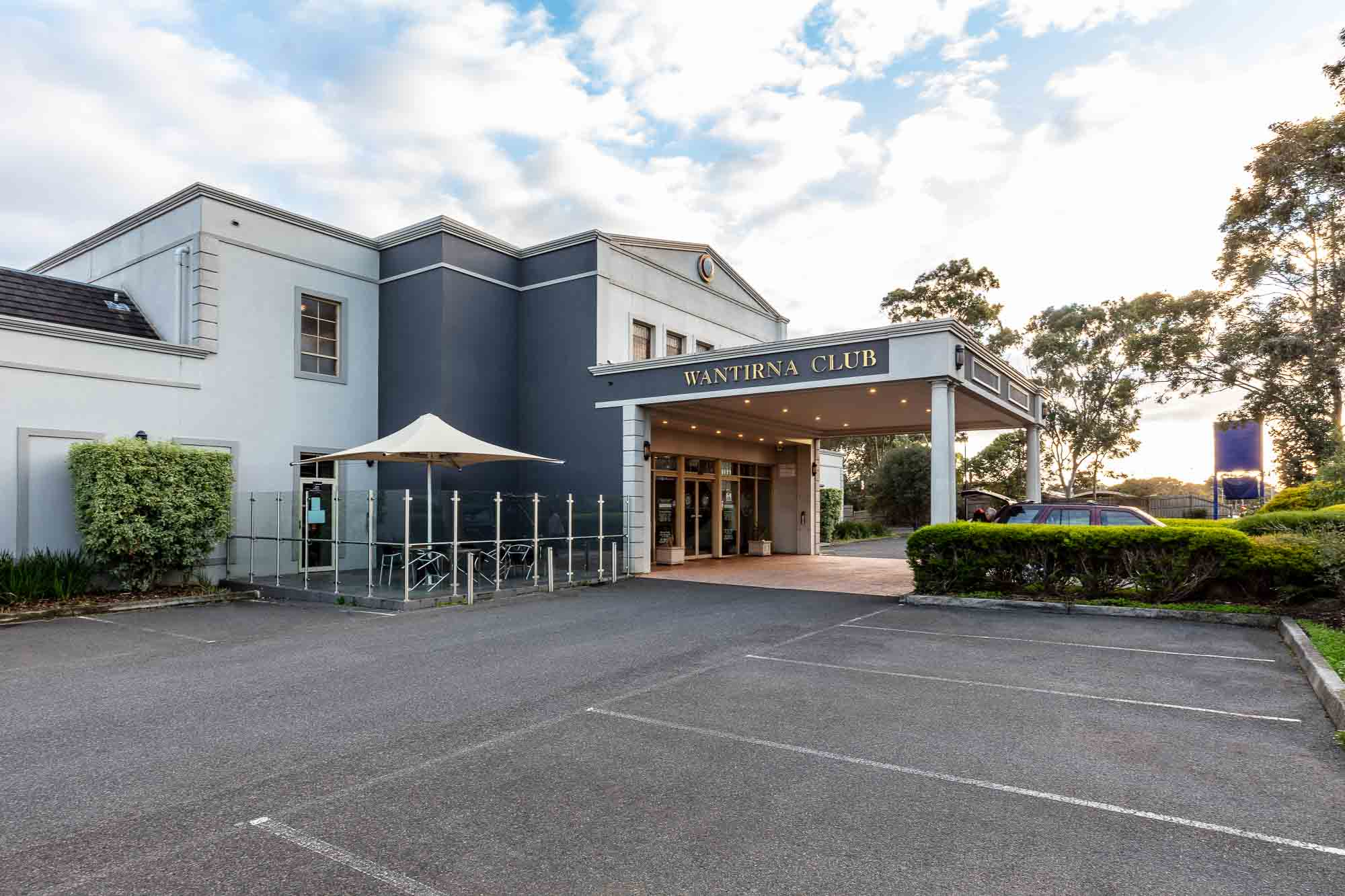 Commercial photography sample - Wantirna Club front of building left side