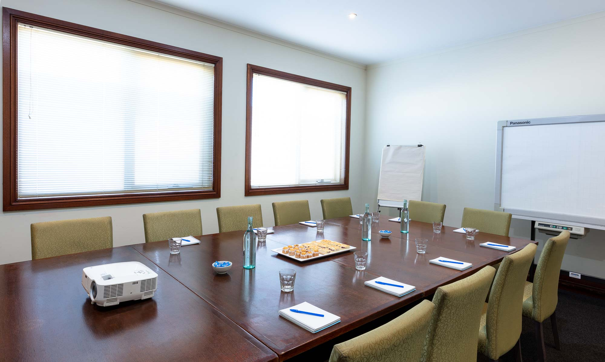 Commercial photography sample - Wantirna Club meeting room empty room