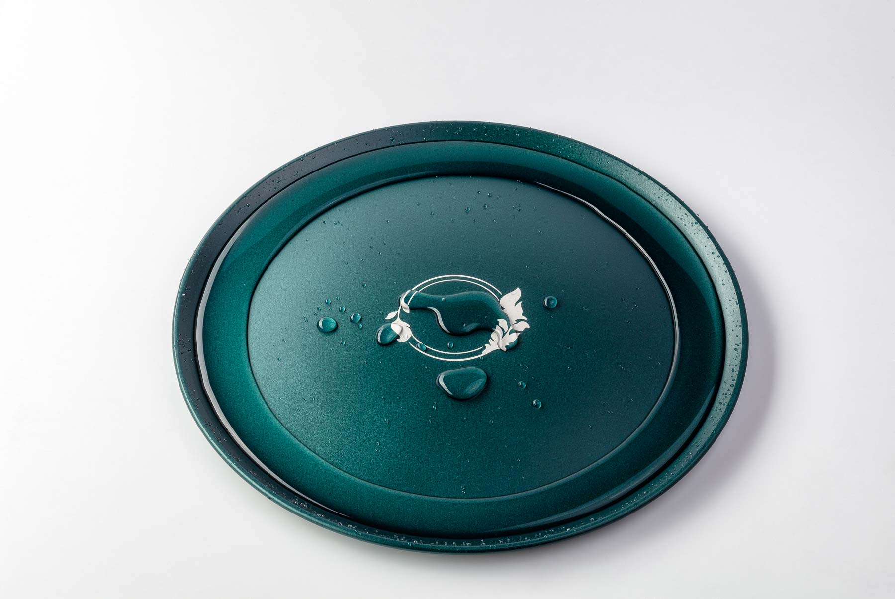 Defrost plate with water on side