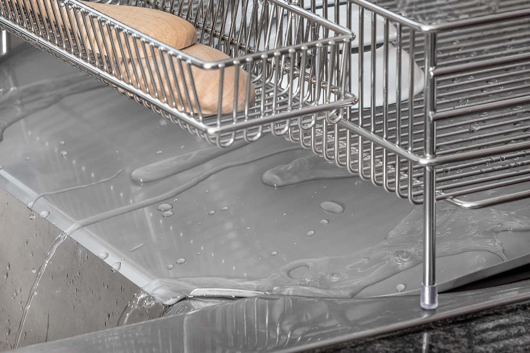 Dish Rack Water running of Water catcher - Product photography for Amazon