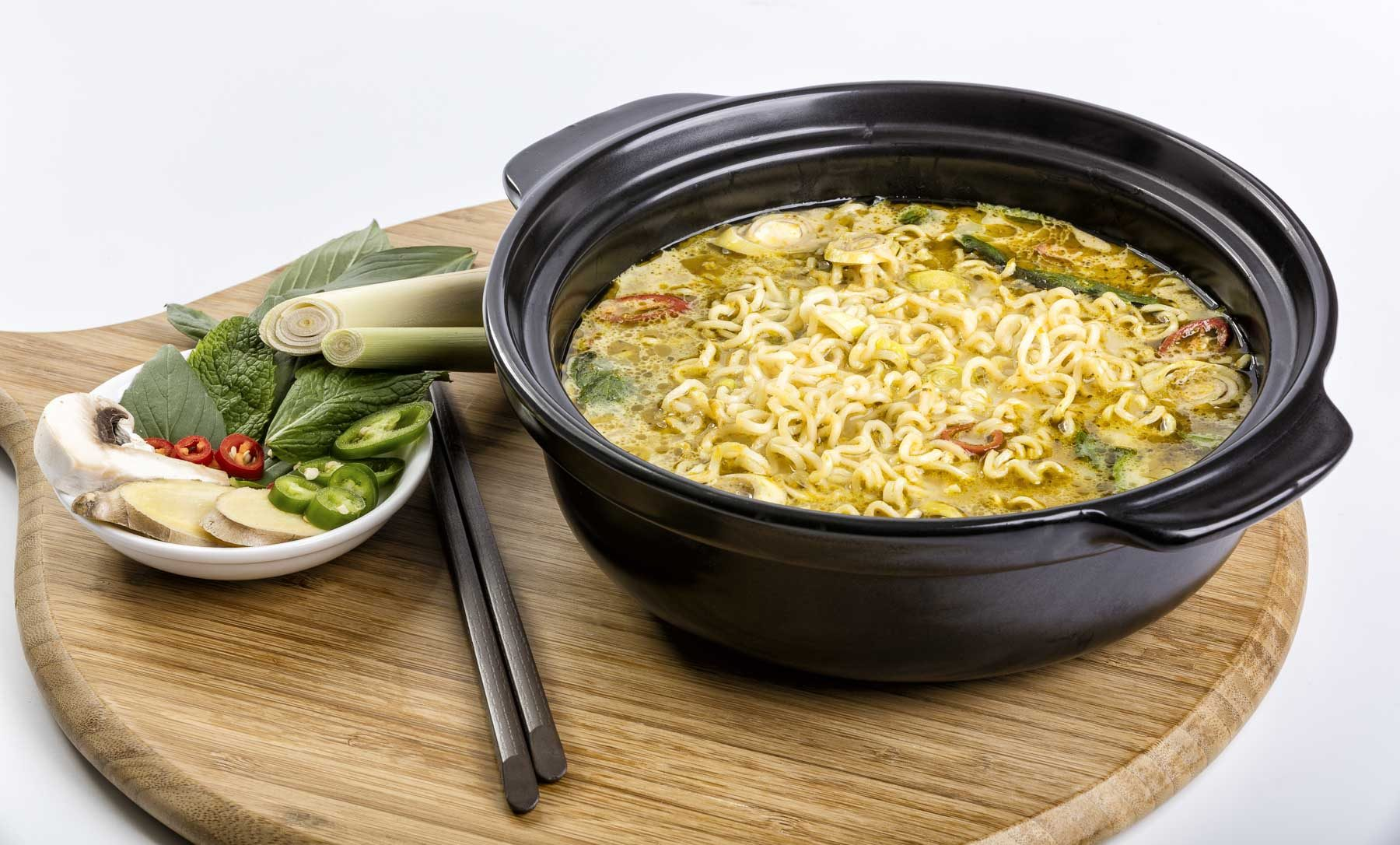 Food lifestyle product photography noodle plate 2