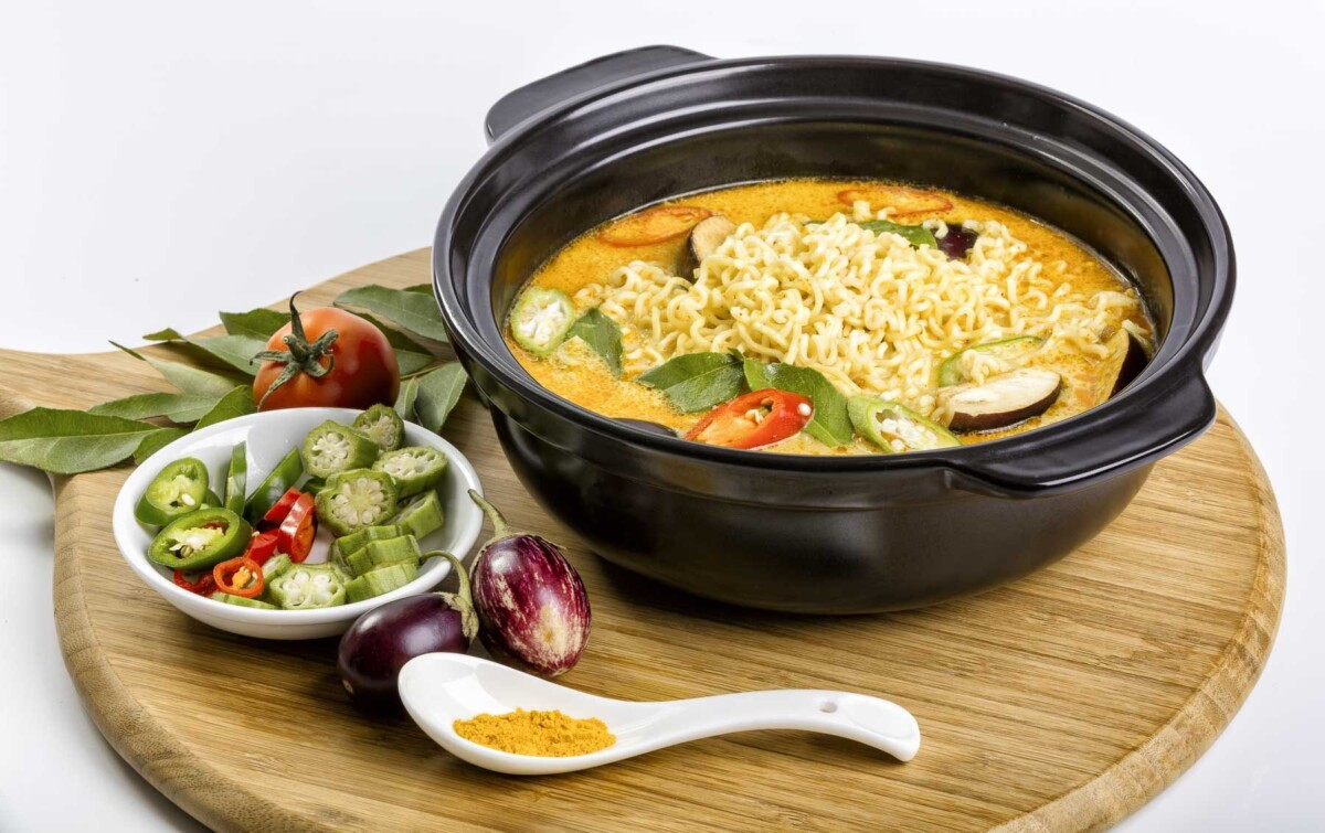 Food lifestyle product photography noodle plate 3
