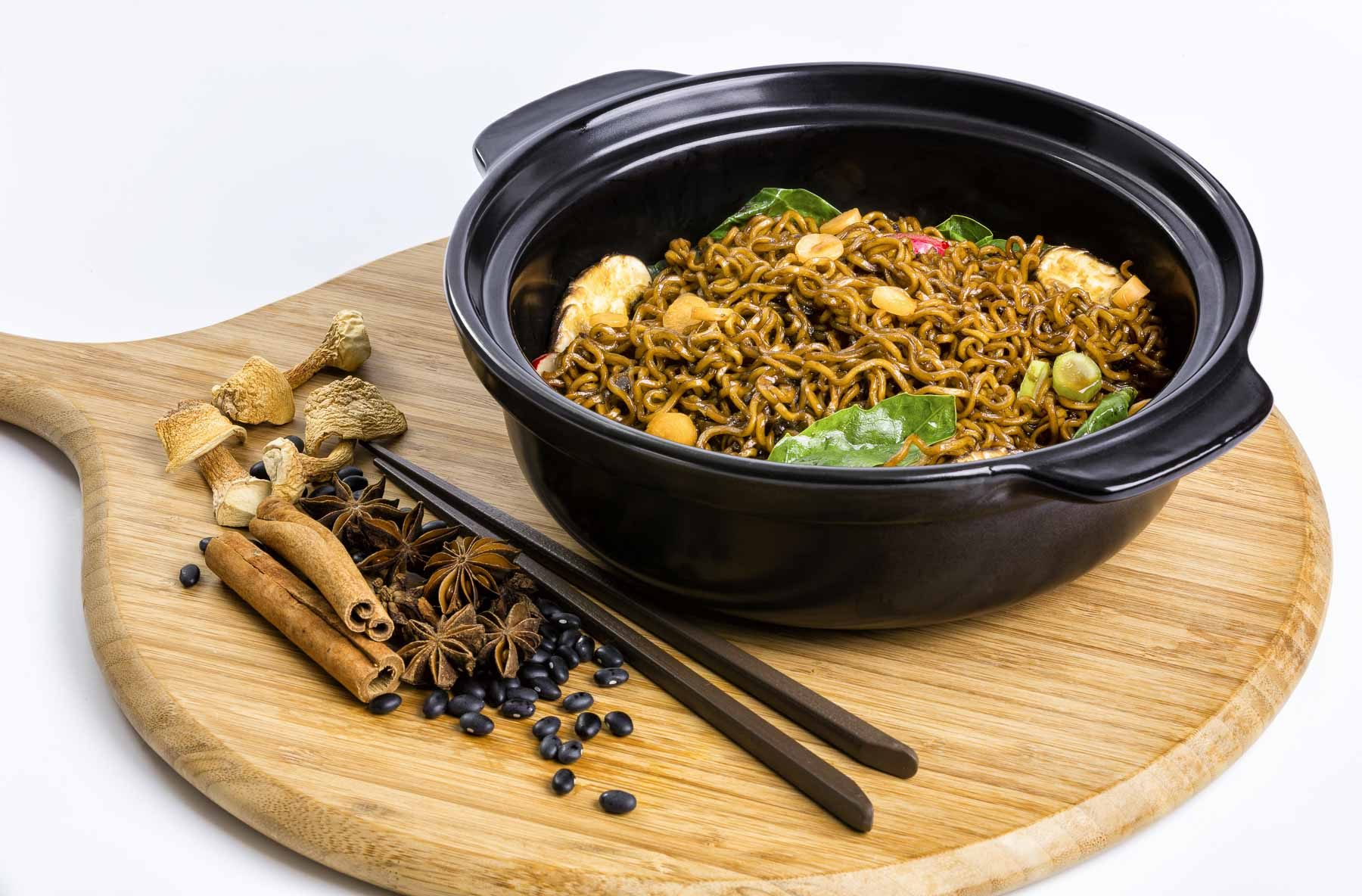Food lifestyle product photography noodle plate 4
