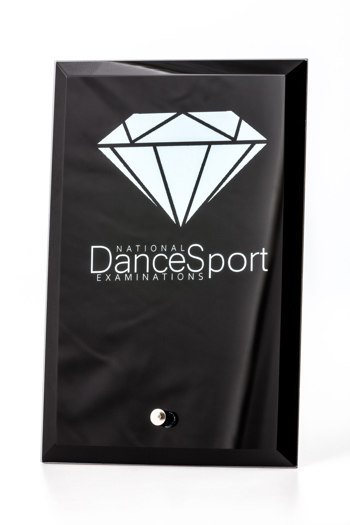 Product photography of dancing medal and plate - Black plate