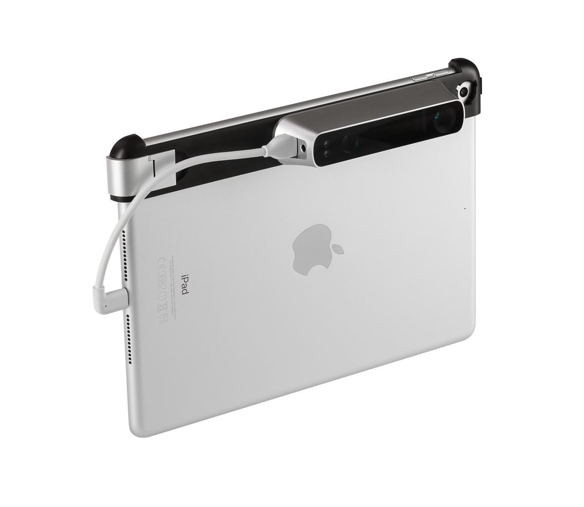 iPad and case_Ipad side 45 degrees