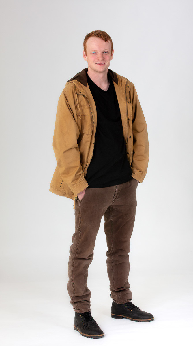 jonathan Simpson actor professional profile showing the full body on a stronger pose